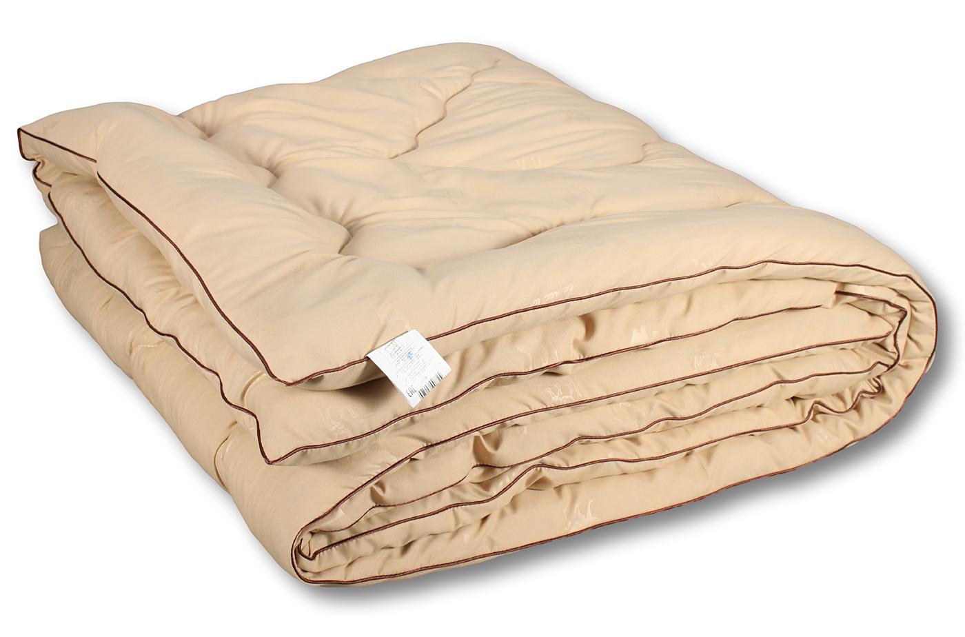 Закрытое чехлом верблюжье одеяло